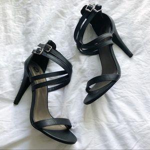 "4"" strappy black heels"